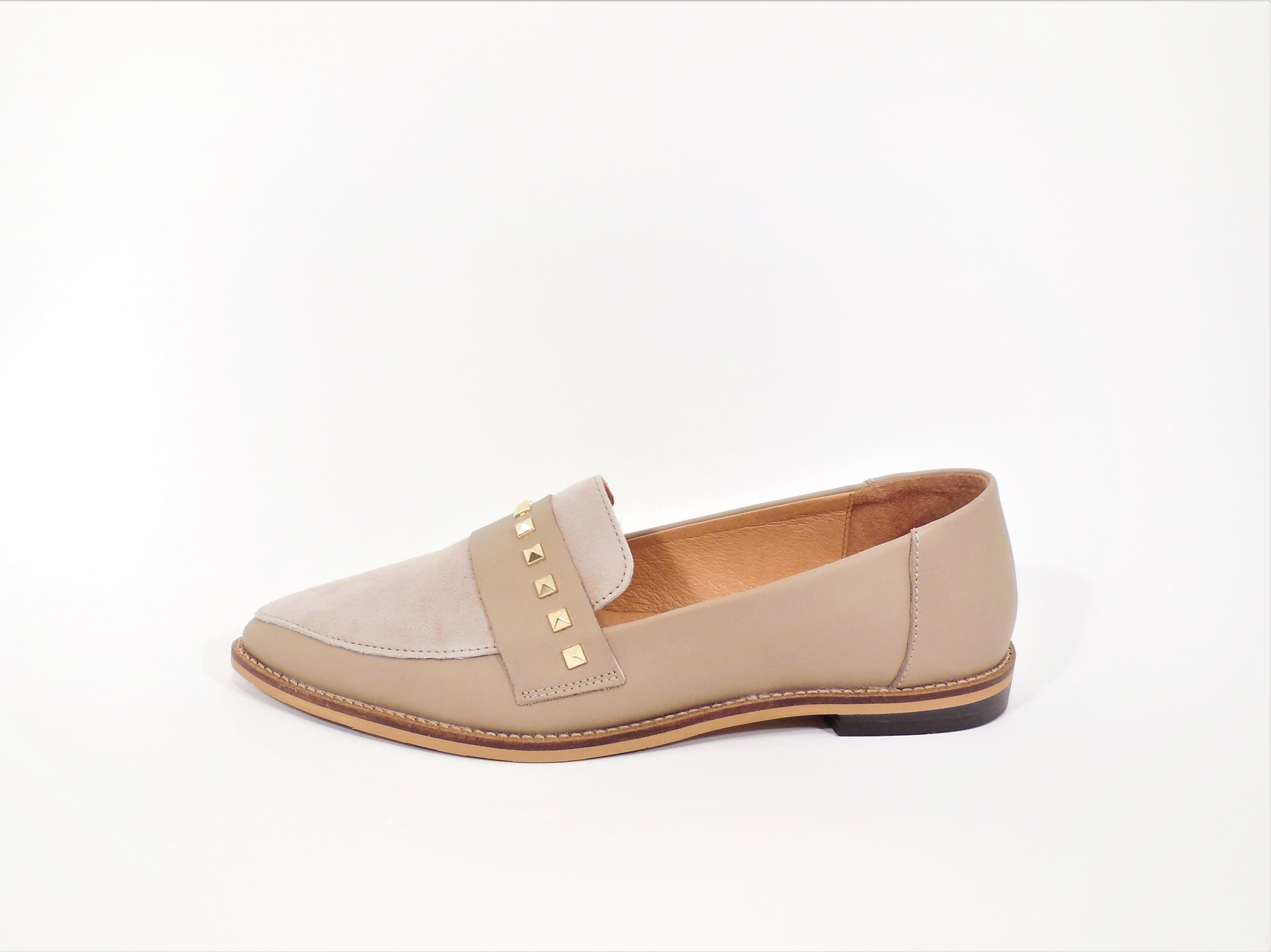 Moccassin beige studs